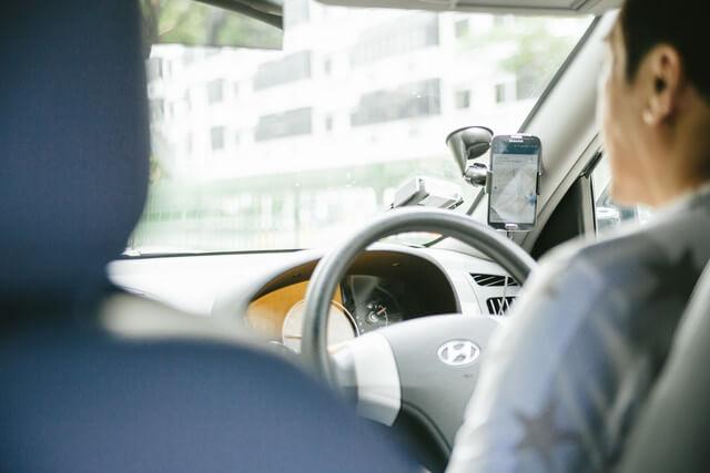 電車やタクシーなどの車中広告で、<br>商品・サービスを訴求